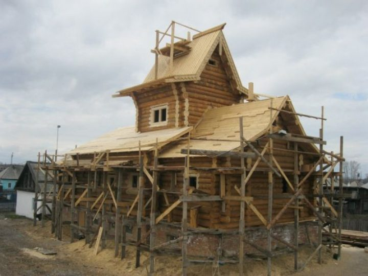В поселке 8-е марта освящен нижний придел строящегося Свято-Никольского храма