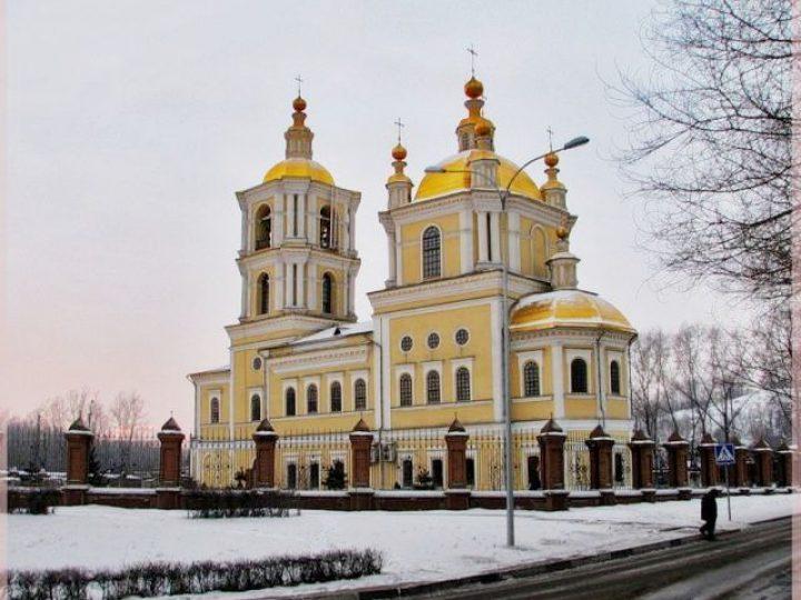 В неделю 2-ю Великого поста, святителя Григория Паламы, митрполит Аристарх совершил Литургию в Преображенском соборе Новокузнецка