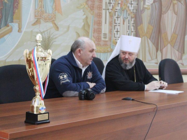 Глава Кузбасской митрополии встретился с хоккейной командой, победившей в Кубке Святейшего Патриарха Кирилла