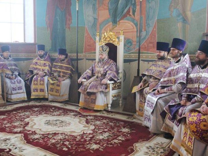 Кузбасский архипастырь совершил Литургию в Иоанно-Кронштадтском храме Березовского