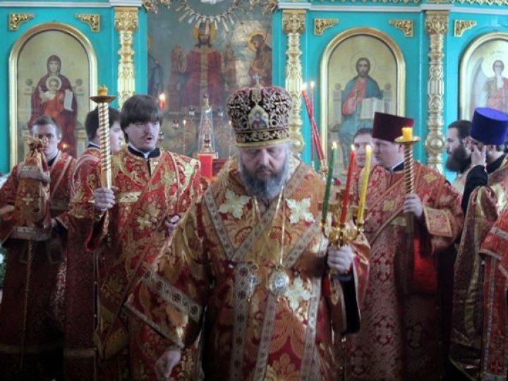 В четверг Светлой седмицы управляющий Кемеровской епархией совершил богослужения в храмах Киселевска и Белова