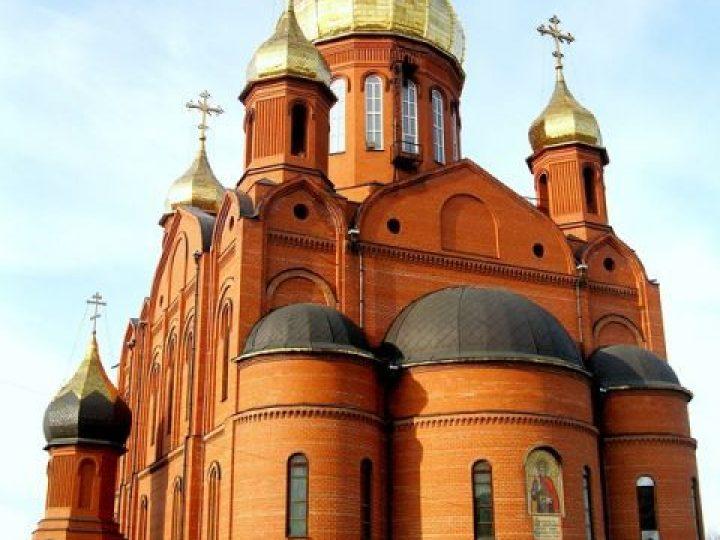 В неделю 5-ю по Пятидесятнице митрополит Аристарх совершил Литургию в Знаменском соборе