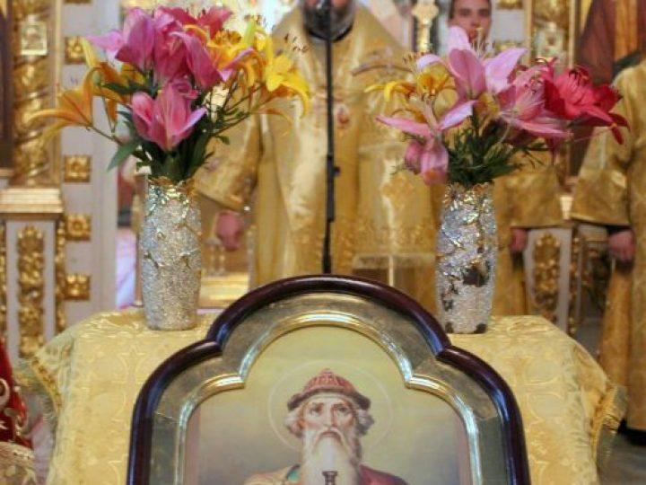 В день памяти равноапостольного князя Владимира глава Кузбасской митрополии совершил Литургию в Знаменском соборе