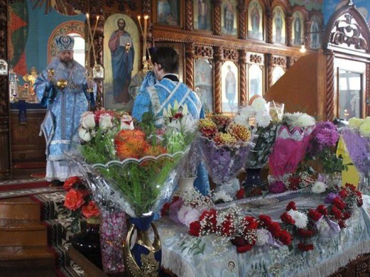 В праздник Успения Пресвятой Богородицы митрополит Аристарх совершил Литургию в Покровском храме Прокопьевска