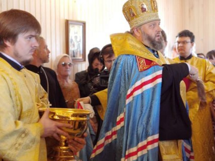 Митрополит Аристарх освятил храм в деревне Мозжуха