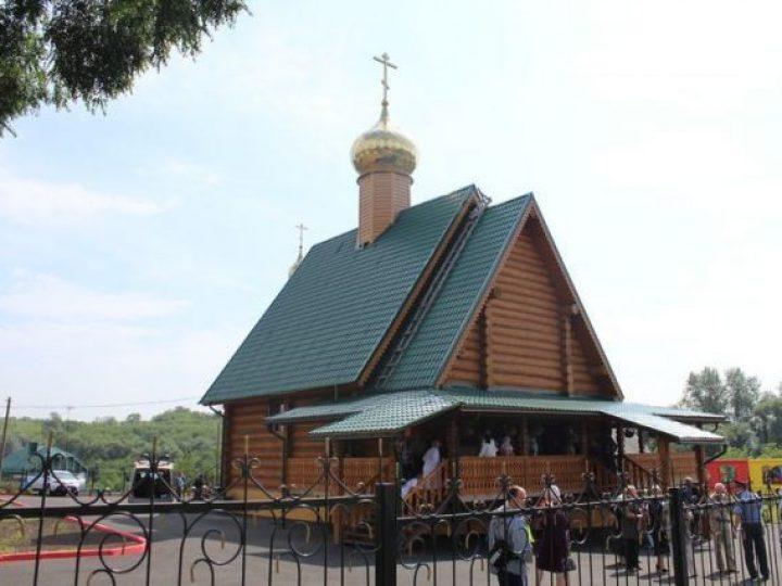 Кузбасский архипастырь совершил Литургию в храме, освященном в честь небесного покровителя Прокопьевска