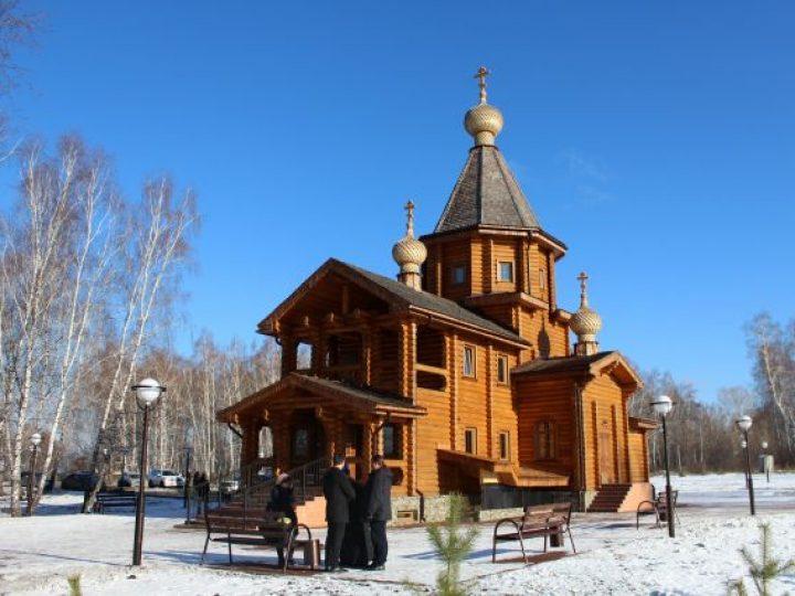Митрополит Аристарх освятил нововыстроенный храм рядом с кладбищем в Кемеровском районе