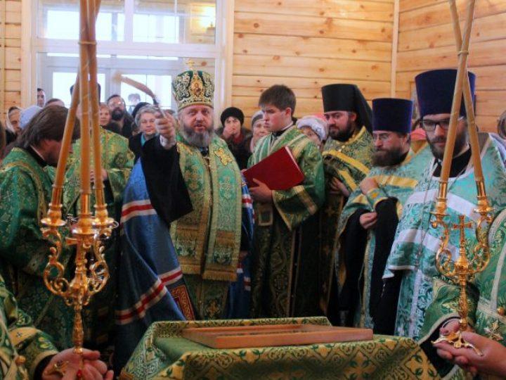 Глава Кузбасской митрополии освятил крестильный храм прихода святых Жен-мироносиц в Кемерове