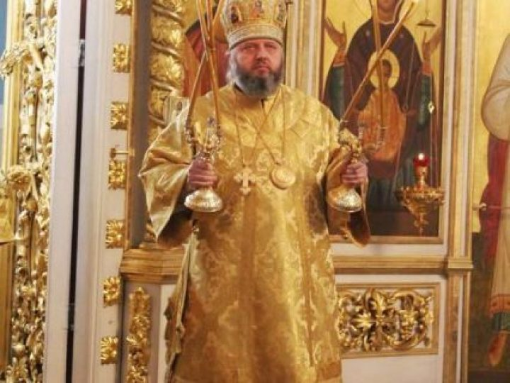 В неделю 26-ю по Пятидесятнице митрополит Аристарх совершил Литургию в Знаменском соборе
