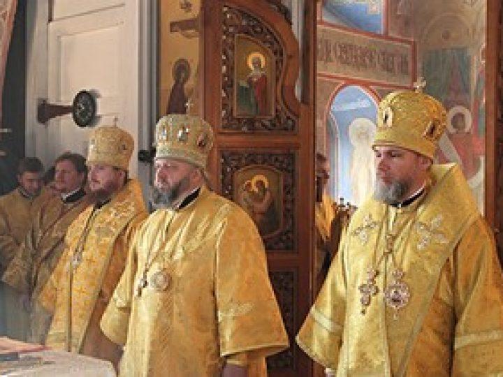 В день тезоименитства епископа Новокузнецкого Владимира митрополит Аристарх возглавил Литургию в Спасо-Преображенском соборе южной столицы Кузбасса