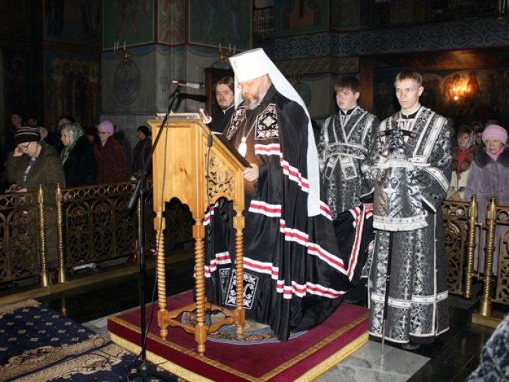 Митрополит Аристарх совершил повечерие с чтением Великого канона прп. Андрея Критского в Знаменском соборе