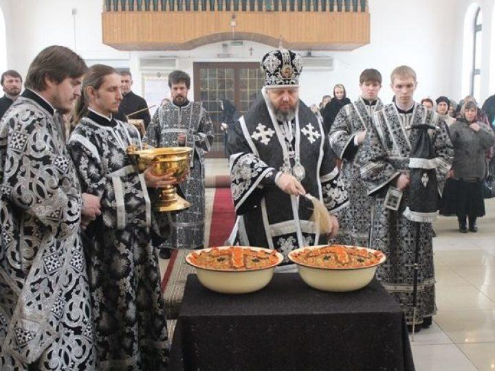Кузбасский архипастырь совершил Литургию Преждеосвященных Даров в Троицком храме Кемерова