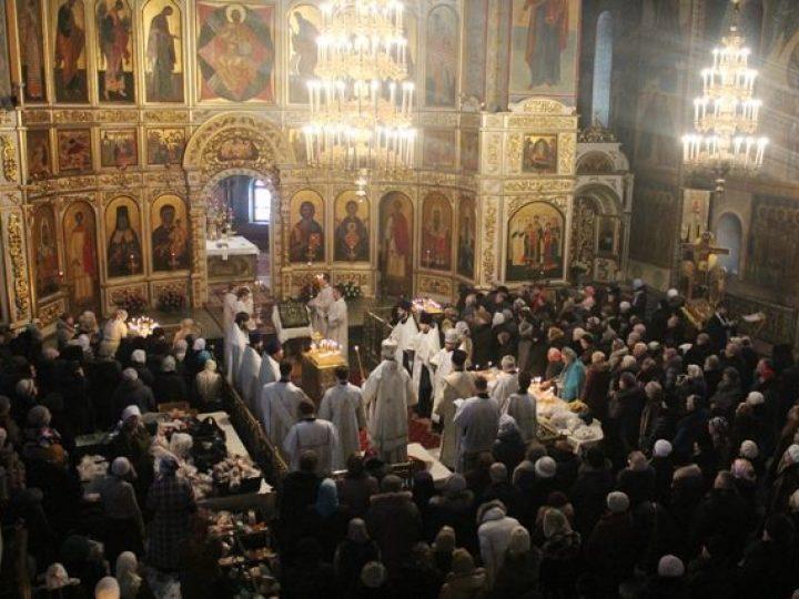 Во Вселенскую родительскую (мясопустную) субботу митрополит Аристарх совершил панихиду в Знаменском соборе