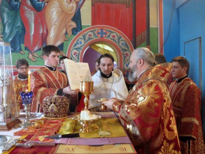 В неделю 3-ю по Пасхе, святых Жен-мироносиц, митрополит Аристарх совершил Литургию в храме Прокопьевска
