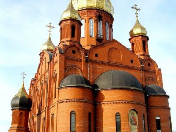 В неделю 4-ю по Пасхе, о расслабленном, митрополит Аристарх совершил Литургию в Знаменском соборе Кемерова
