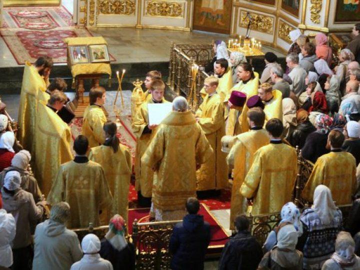 В день памяти святых Кирилла и Мефодия митрополит Аристарх совершил молебен в Знаменском соборе Кемерова