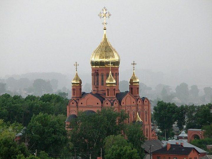 В неделю 5-ю по Пятидесятнице митрополит Аристарх совершил Литургию в Знаменском соборе Кемерова