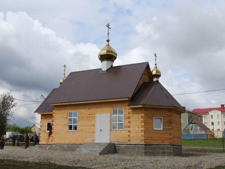 Глава Кузбасской митрополии освятил новый храм в поселке Пионер