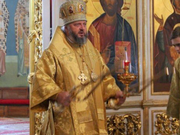 В неделю 12-ю по Пятидесятнице митрополит Аристарх совершил Литургию в Знаменском соборе Кемерова