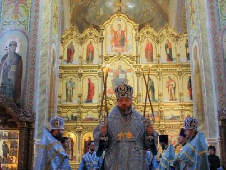В праздник Успения Божией Матери митрополит Аристарх совершил Литургию в Иоанно-Предтеченском соборе Прокопьевска