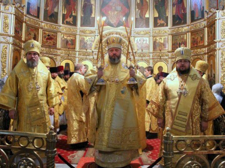 В праздник Собора Кемеровских святых архиереи Кузбасской митрополии совершили Литургию в Знаменском соборе Кемерова