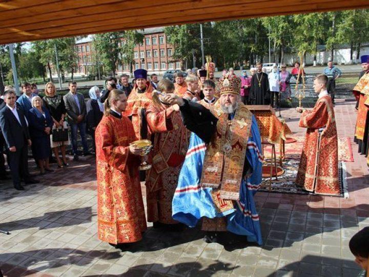 В Кемерове митрополит Аристарх освятил новый храм в честь Архангела Михаила, возведенный по инициативе А.Г. Тулеева