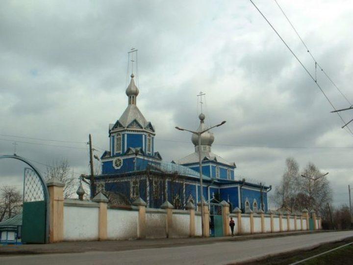 В канун праздника Покрова Божией Матери митрополит Аристарх совершил всенощное бдение в храме Прокопьевска
