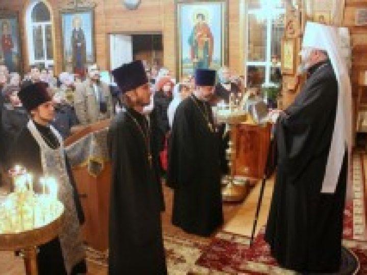 Митрополит Аристарх совершил всенощное бдение в храме прихода иконы Божией Матери «Всех скорбящих Радость» Кемерова