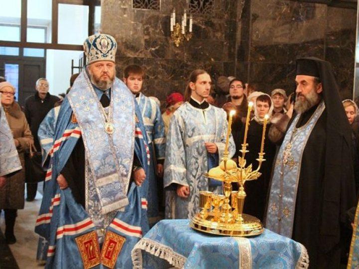 Митрополит Аристарх совершил всенощное бдение в Казанском храме Кемерова