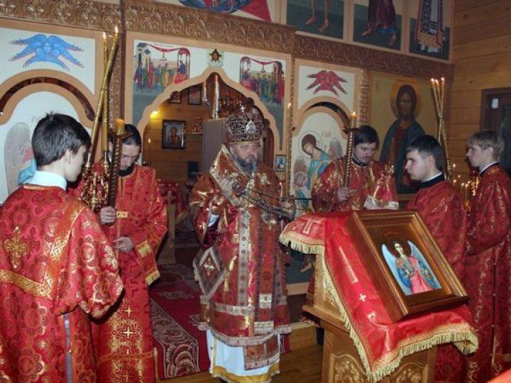 Глава Кузбасской митрополии совершил всенощное бдение в Михайло-Архангельском храме Кемерова