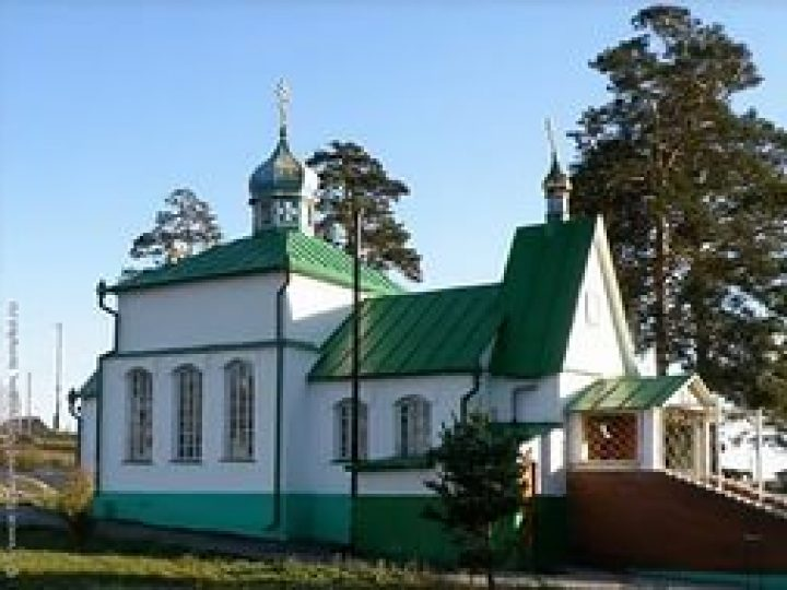 Митрополит Аристарх совершил всенощное бдение в Троицком храме Гурьевска