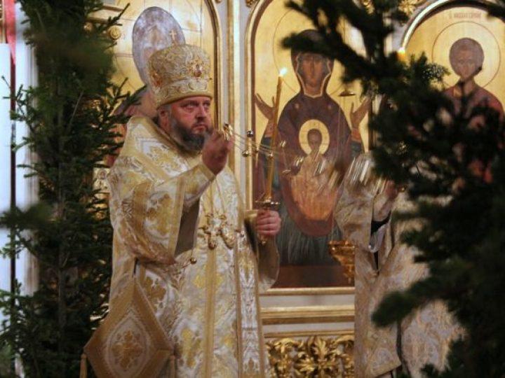 В праздник Рождества Христова глава Кузбасской митрополии совершил ночное богослужение в Знаменском соборе Кемерова