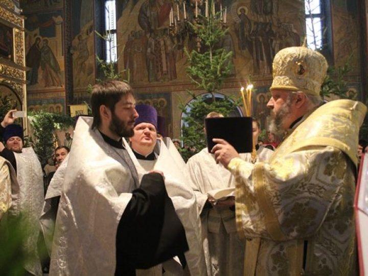 Глава Кузбасской митрополии возглавил служение Великой Рождественской вечерни в Знаменском соборе