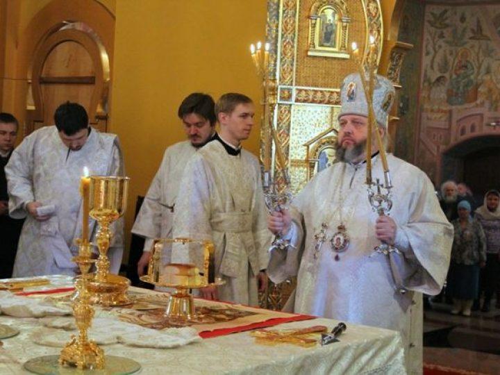 В праздник Собора Пресвятой Богородицы митрополит Аристарх совершил Литургию в соборе Рождества Христова Новокузнецка
