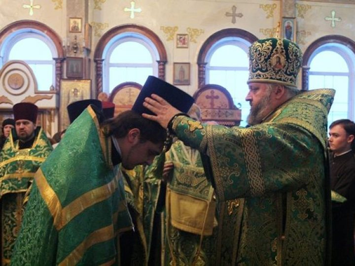 Глава Кузбасской митрополии совершил всенощное бдение в храме Белова