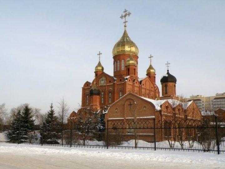 В Неделю о мытаре о фарисее митрополит Аристарх совершил Литургию в Знаменском соборе Кемерова