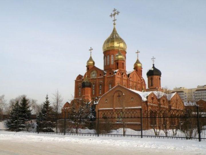 В Неделю о блудном сыне митрополит Аристарх совершил Литургию в Знаменском соборе Кемерова
