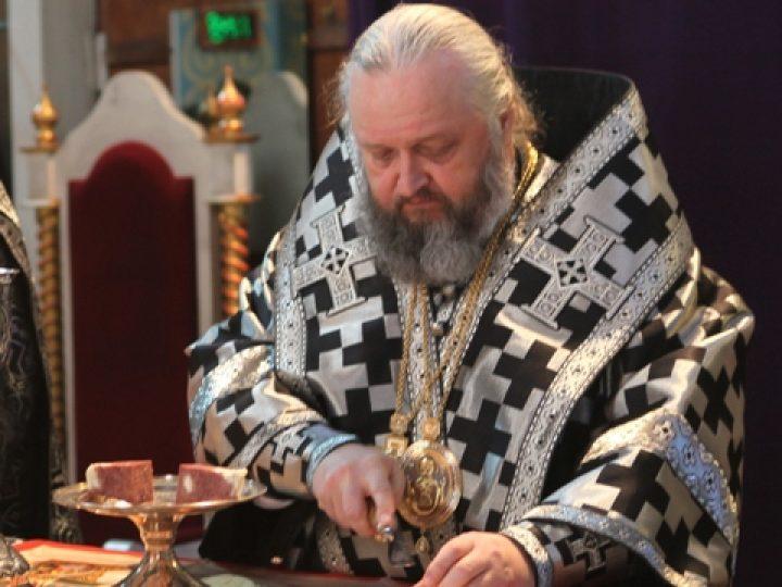 Глава Кузбасской митрополии совершил Литургию Преждеосвященных Даров в Знаменском соборе