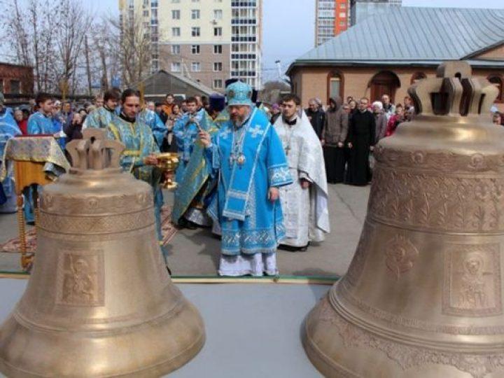 Глава Кузбасской митрополии освятил новые колокола для Знаменского кафедрального собора