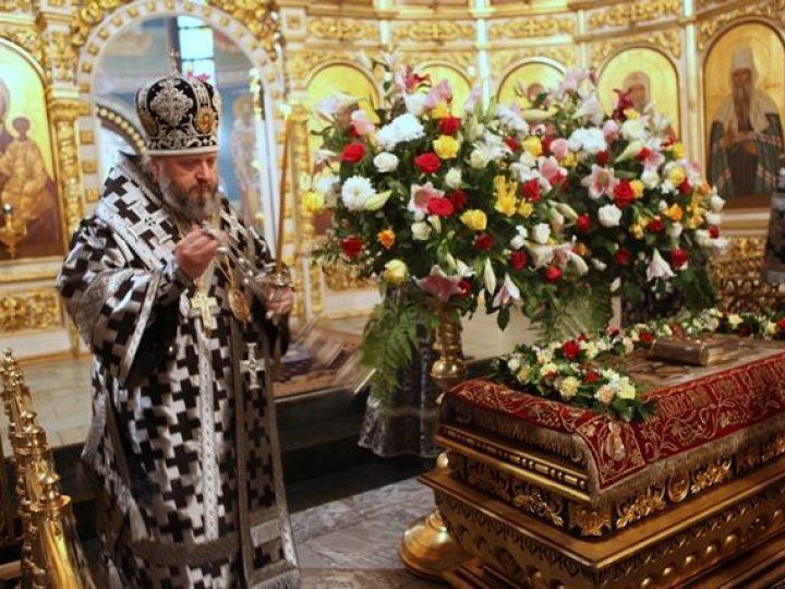Глава Кузбасской митрополии совершил утреню Великой субботы с чином погребения Господа нашего Иисуса Христа в Знаменском соборе