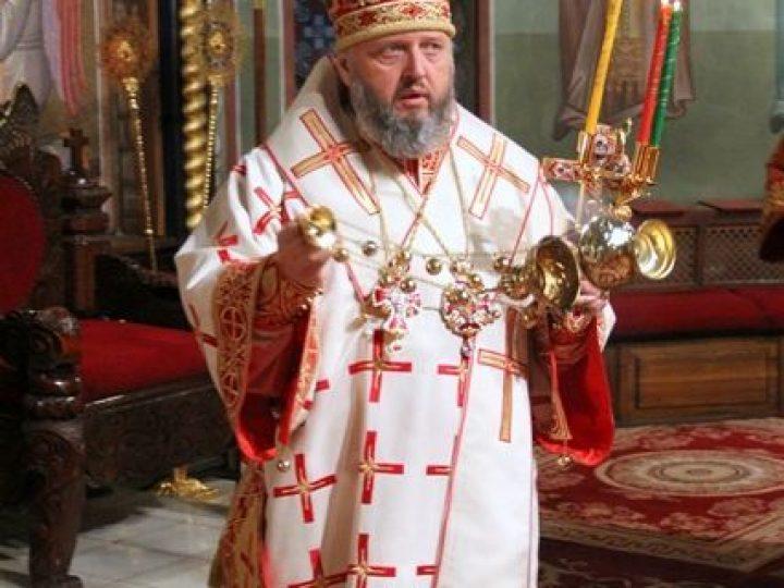 В праздник Светлого Христова Воскресения митрополит Аристарх возглавил торжественное ночное богослужение в Знаменском соборе