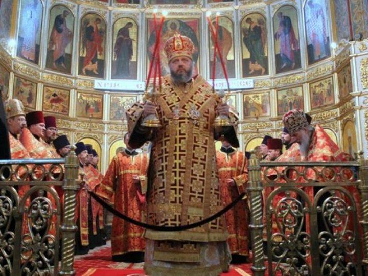 Кузбасский архипастырь совершил Пасхальную великую вечерню в Знаменском соборе Кемерова