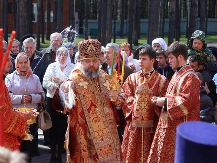 Во вторник Светлой седмицы митрополит Аристарх совершил богослужения в храмах Прокопьевска