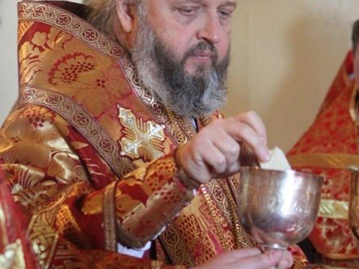 В четверг Светлой седмицы митрополит Аристарх совершил богослужения в храмах Белова и Ленинска-Кузнецкого
