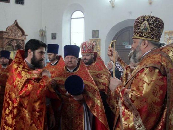 В субботу Светлой седмицы митрополит Аристарх совершил Литургию в храме Березовского