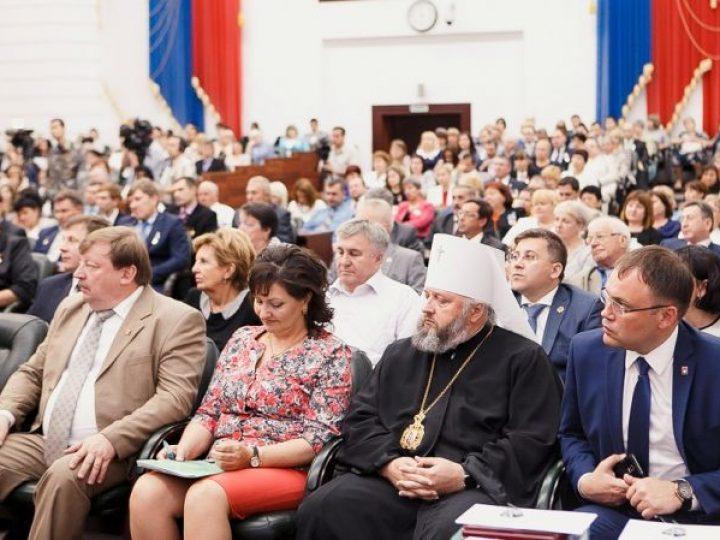 Митрополит Аристарх принял участие во встрече губернатора с лучшими выпускниками колледжей и техникумов области