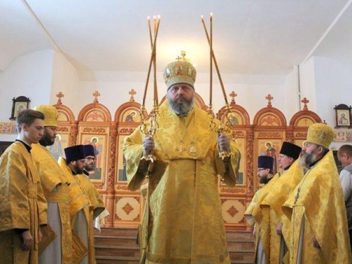 В неделю 7-ю по Пасхе, святых отцев I  Вселенского Собора, митрополит Аристарх совершил Литургию в храме Киселевска