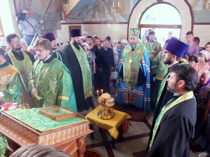 Митрополит Аристарх совершил всенощное бдение в храме прп. Сергия Радонежского в Л-Кузнецком