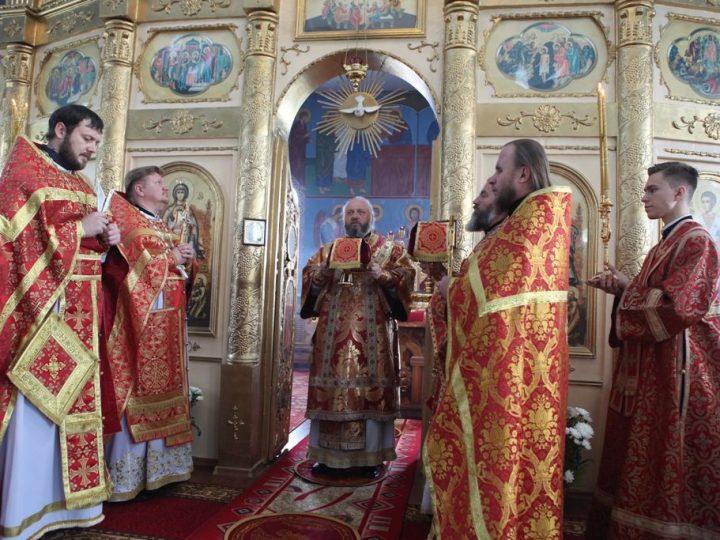 В день памяти пророка Илии митрополит Аристарх совершил Литургию в храме поселка Краснобродский