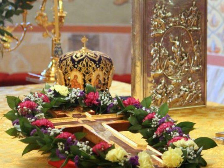 Митрополит Аристарх совершил воскресное богослужение в Знаменском кафедральном соборе